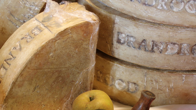 Brandrood cheese