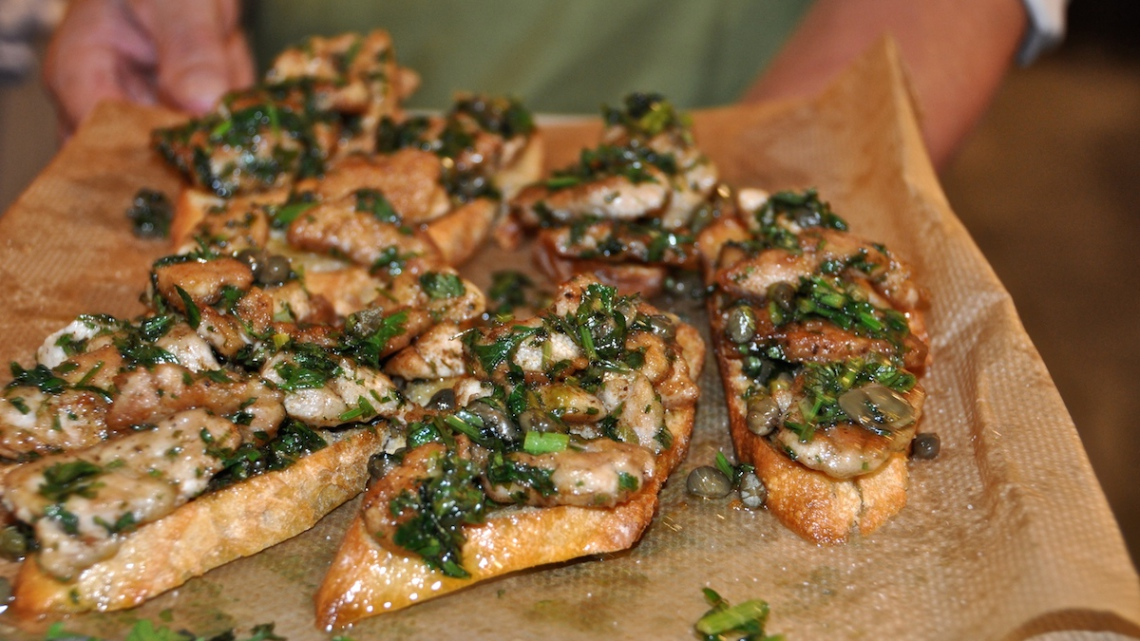 Crostini's with mushrooms with sveal sweetbread